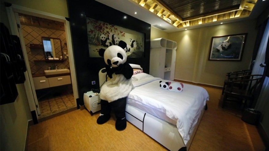 The Haoduo Panda Hotel has 32 single, twin or double rooms.