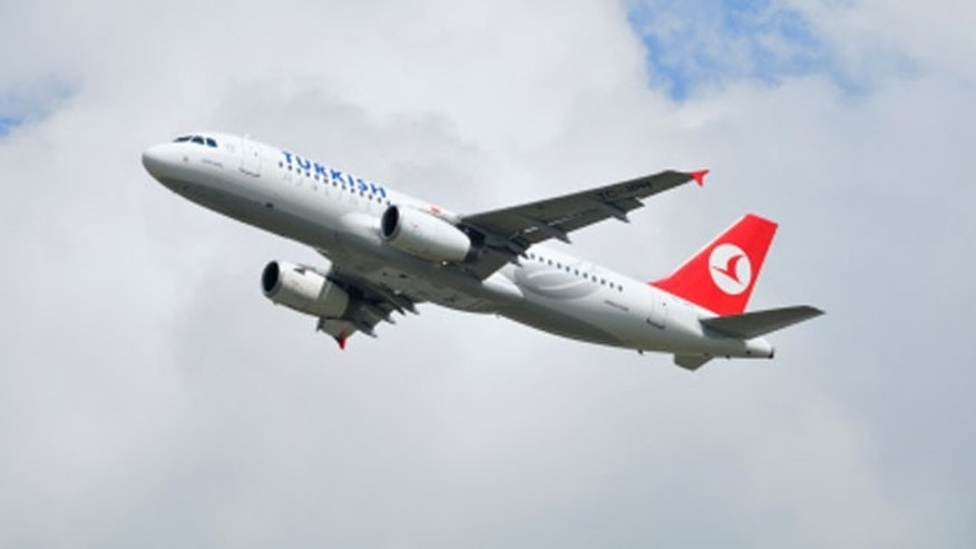 Turkish Airlines Airbus A320 taking off from Schiphol airport