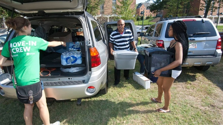 Hundreds of Washington University staff members and upperclassmen assisted some 1,600 first-year students move into their college residences.