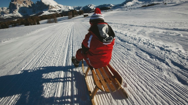 Well-prepared toboggan runs offer athletic and challenging downhill toboggan runs with gorgeous mountain views.