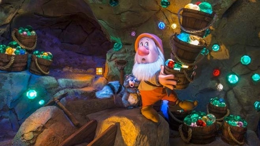 Guests are taken into a mine where Snow White's dwarfs are working. The roughly two-minute ride combines fast-moving drops and slow speeds through stunning visuals.