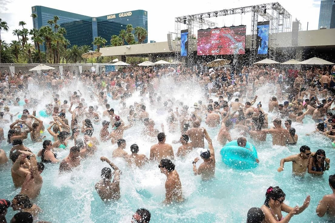 The top 11 adult only pools in las vegas fox news for Nspi pool show vegas