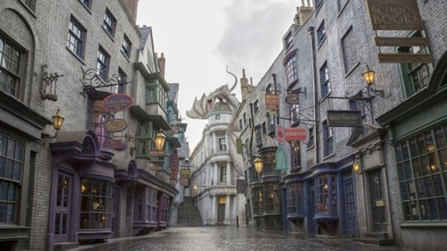 Interactive attractions are featured throughout the experience, including for the possibility for guest to try out a spell themselves with the help of magic wands, for sale in Homemade Village and Diagon Alley areas.