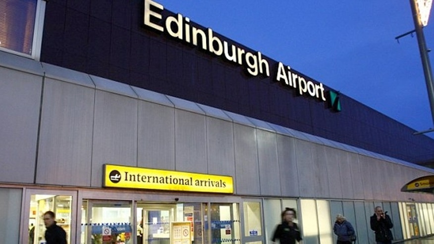 Traveler shames EAT restaurant at Edinburgh Airport with a picture of his lame sandwich.