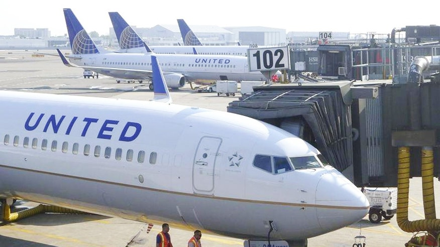 A couple flying United found a filled barf bag in the seatback pocket on a recent flight from Hawaii.