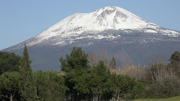 an informative text on mount vesuvius volcano located in south of italy Mount vesuvius, on the west coast of italy, is the only active volcano on  mount  vesuvius destroyed the city of pompeii, a city south of rome,.