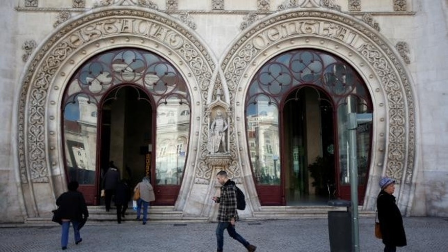 The 126-year-old statue of Portuguese king Dom Sebastiao is seen before its demise.