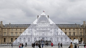 louvre disappear