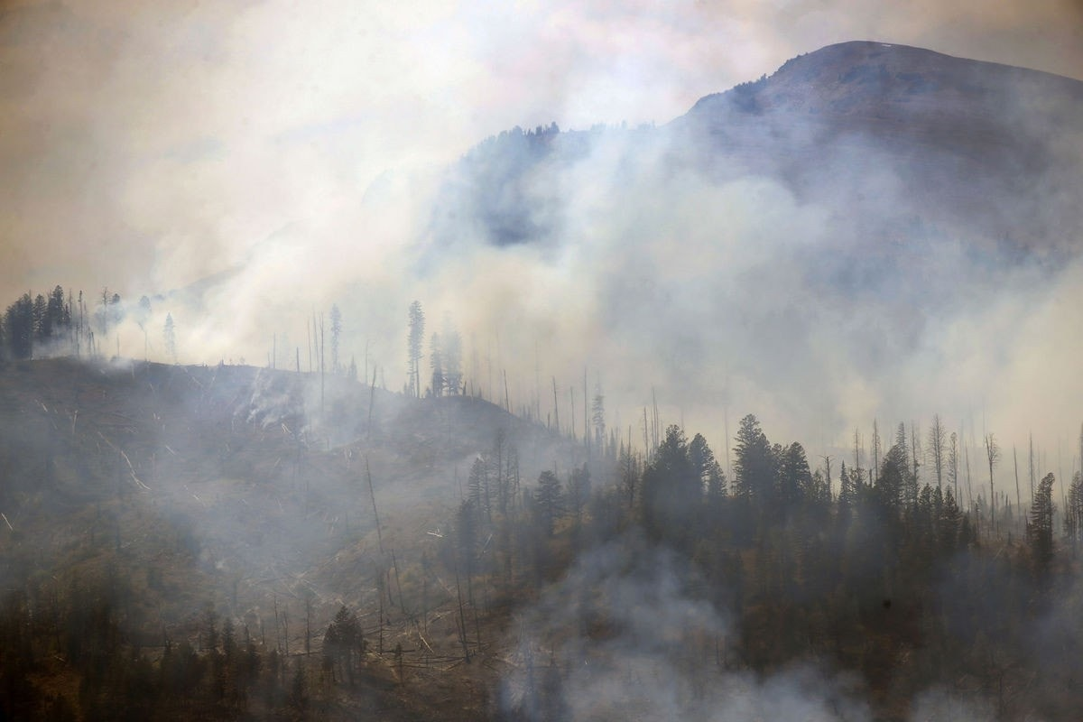 yellowstone wildfire closes small park campground