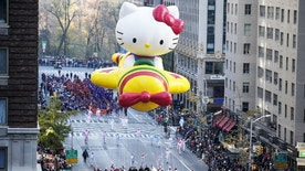 "The ""Hello Kitty"" balloon makes its way down 6th Avenue during the 89th Macy's Thanksgiving Day Parade in the Manhattan borough of New York, November 26, 2015. REUTERS/Carlo Allegri - RTX1W05V"