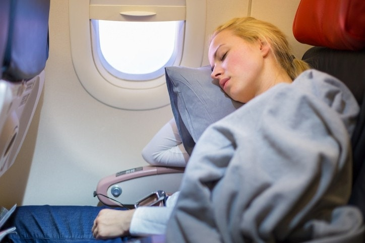 The best 7 tricks for sleeping on planes