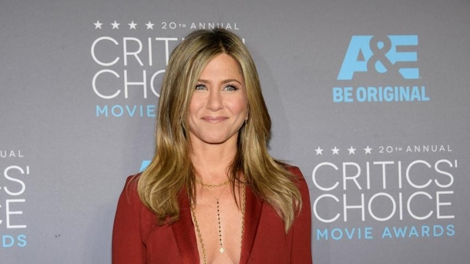 Delta is calling out Jennifer Aniston for starring in Emirates commercials.