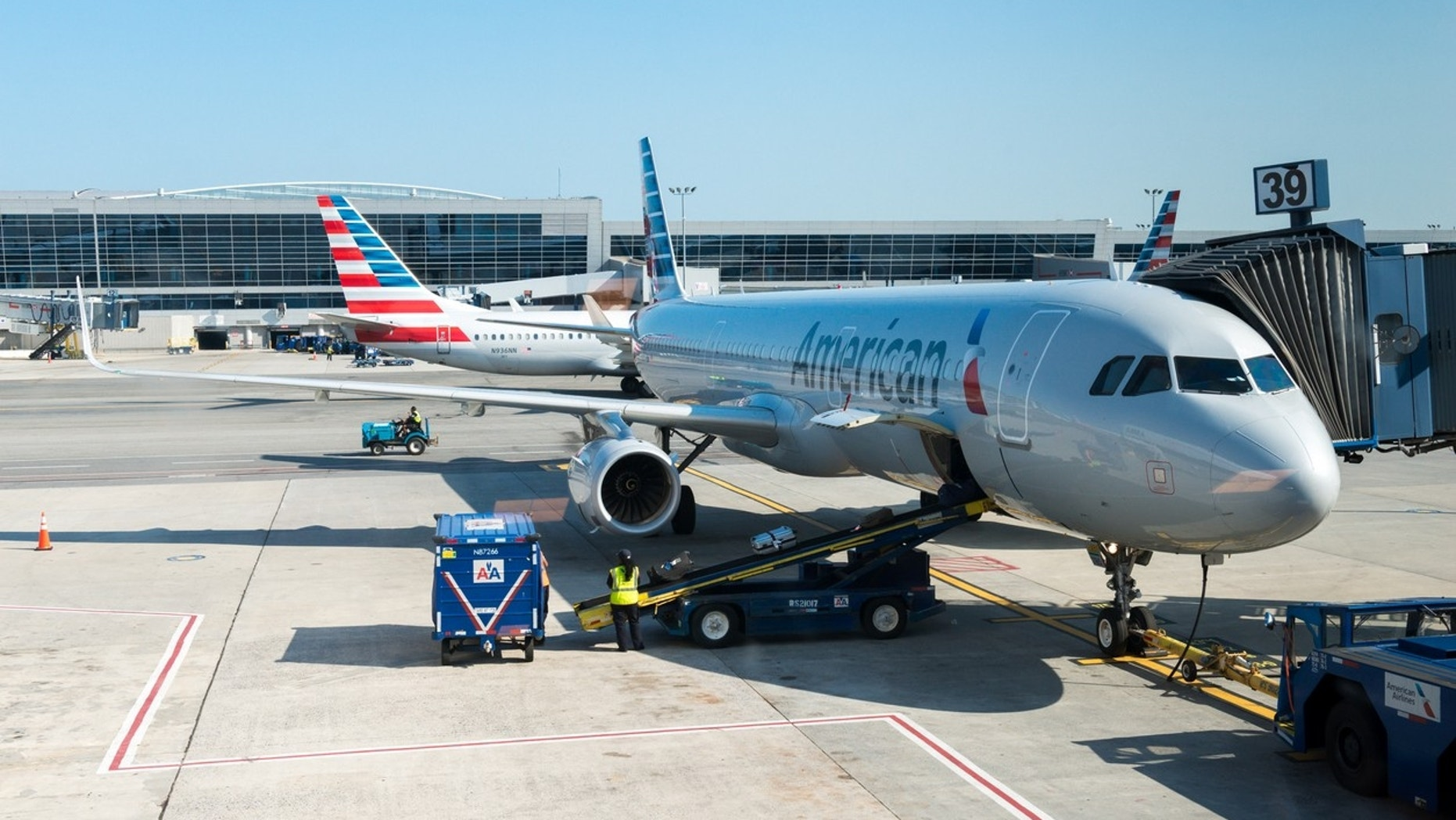 Employees Complain of 'Odor' on American Airlines Plane