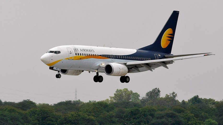 Jet Airways : Indian airline fires pilots for fighting in the air
