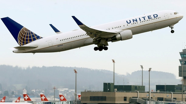 United Flight Lands Safely in Oregon After Tire Blows During Takeoff