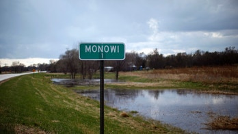 The sign at the town limits outside the village of Monowi, Nebraska shows the population as just one person, April 27, 2011, making it the only incorporated town, village or city in the United States with only one resident. Elsie Eiler, 77, is the lone inhabitant in the village.  REUTERS/Rick Wilking (UNITED STATES) - LM2E7540PFT01