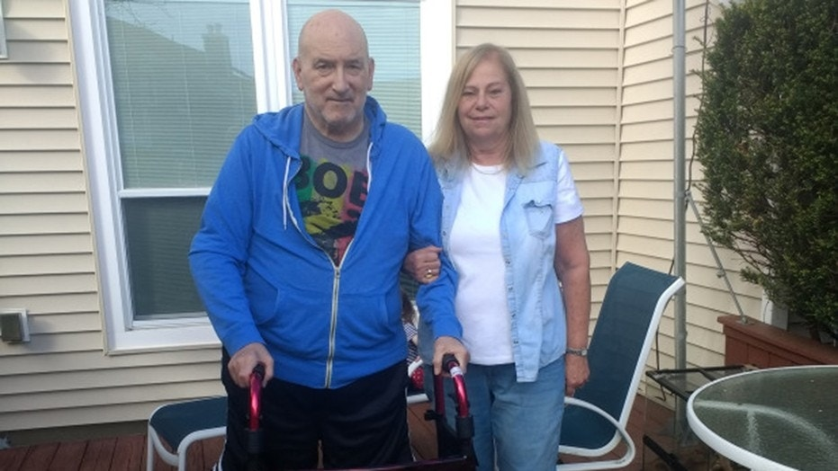 Jeffrey and Elizabeth Mizel. He sues a shipping company and claims he burnt his feet when he stepped on a burning hot deck.