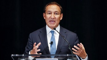 Oscar Munoz, CEO of United Airlines, discusses his vision for the company, in Chicago, Illinois, U.S., March 21, 2018. REUTERS/Kamil Krzaczynski - RC1EE75451F0