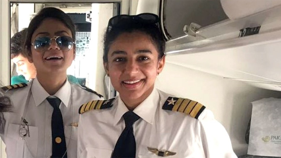 A photo of an all-female flight crew on a Pakistani airline has gone viral on Twitter.