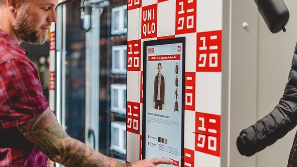 uniqlo vending machine1