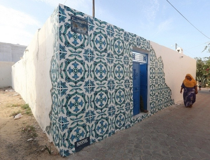 Jaw dropping murals transform ancient tunisian village for Mural village