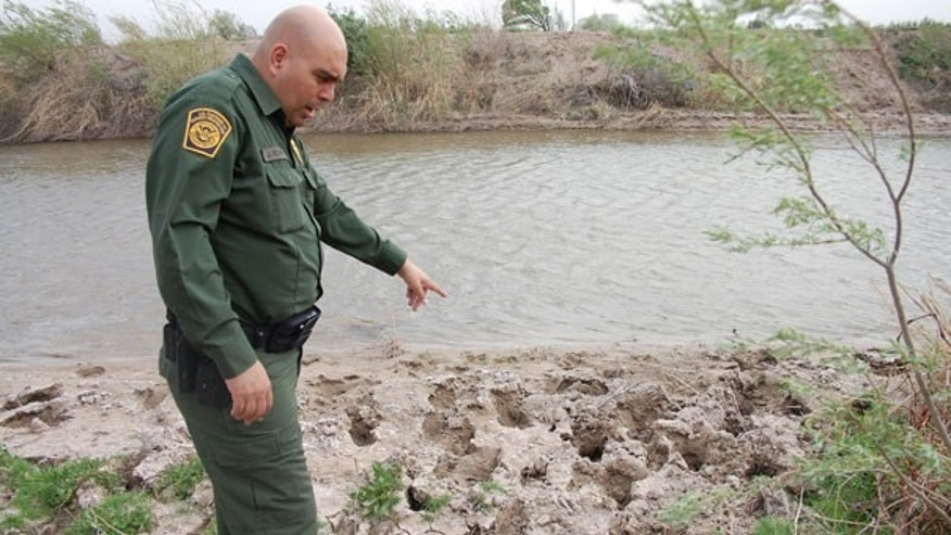 Border Patrol Agent Joe Romero analyzes freshly-laid footprints. (FoxNews.com)