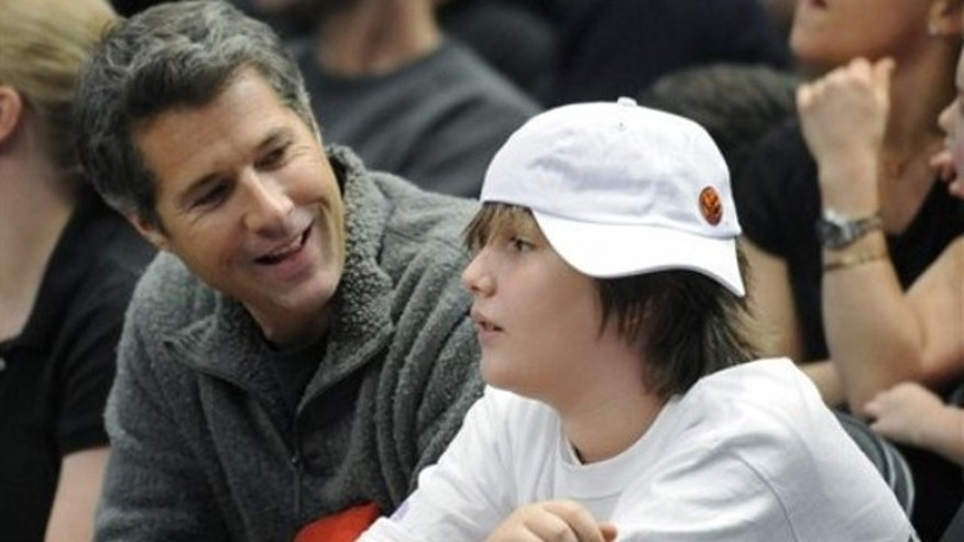 David Goldman, left, talks to his son, Sean, as they watch the New York Knicks play the Detroit Pistons in an NBA basketball game Monday, Jan. 18, 2010, at Madison Square Garden in New York. Goldman was reunited with his son after a bitter five-year battle in Brazil to regain custody.  (AP Photo/Bill Kostroun)