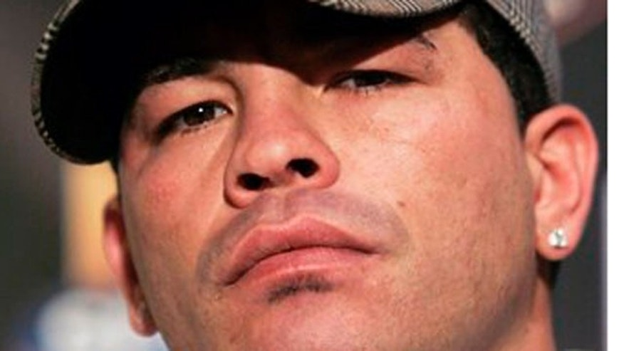 This is an April 12, 2006 file photo shows boxer Arturo Gatti, in New York. The mother of late boxing champion Arturo Gatti said Tuesday, Sept. 13, 2011, she found her future daughter-in-law's behaviour abnormal the first time they met.