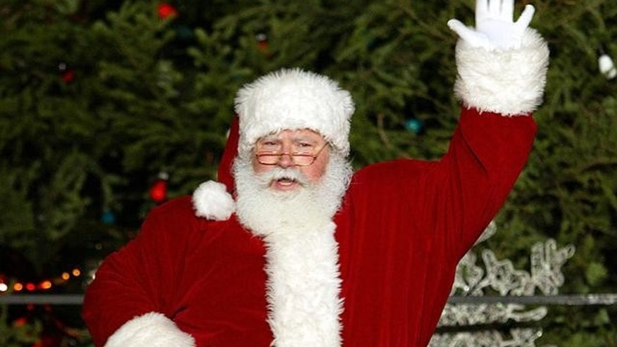 Santa Claus waves during the 91st annual city Christmas tree lighting ceremony at the Daley Plaza in Chicago on Friday, Nov. 26, 2004.(AP Photo/Nam Y. Huh)