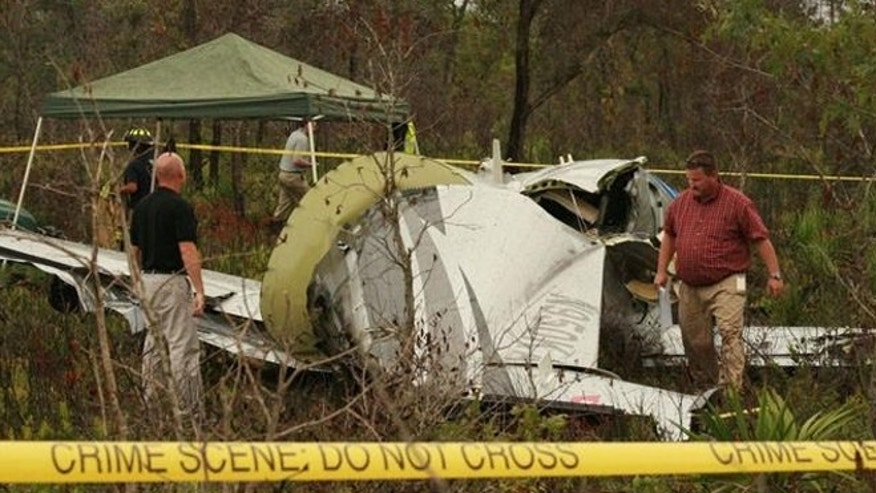 Investigators search where a plane crashed in Polk County, Fla., killing six family members.