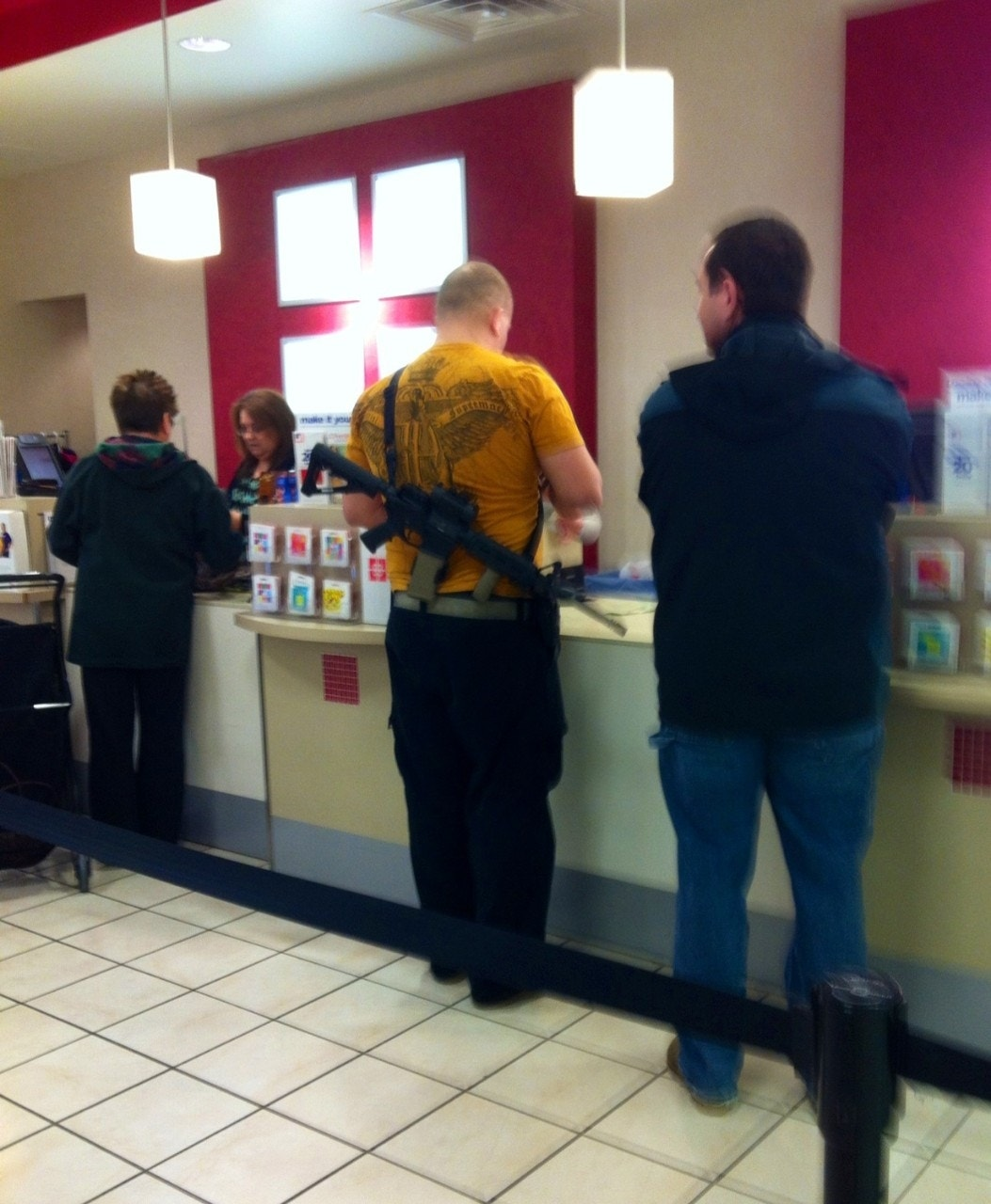New Viral Videos 2013: Photos Of Man With Rifle In Utah J.C. Penney Store Go