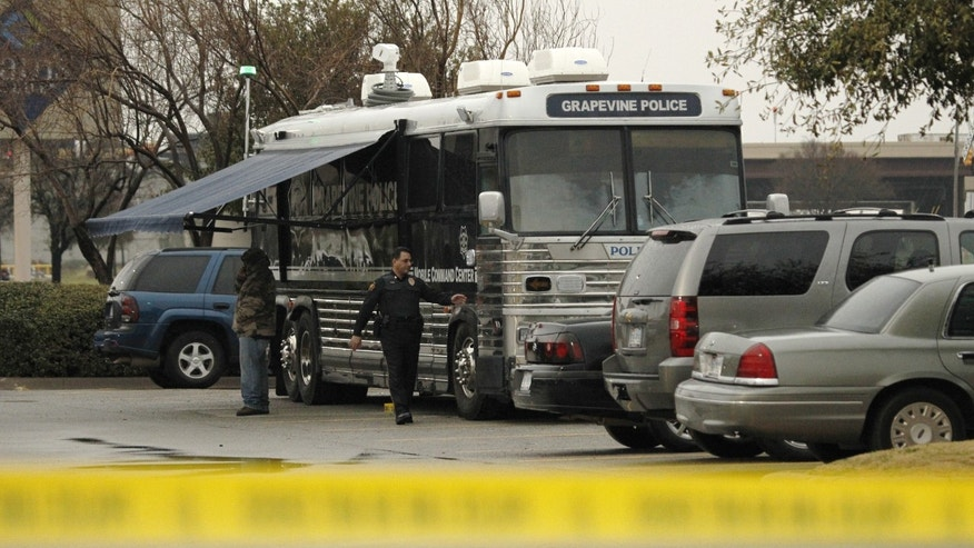 The mobile police command center is  set up in a parking lot  in Grapevine, Texas, Tuesday  Feb. 12, 2013. A manhunt is under way for Alberto Morales, a prisoner convicted of kidnapping and sexual assault, who stabbed one of two police escorts and escaped in the Dallas area as he was being transferred from Florida to Nevada, police said. (AP Photo/The Dallas Morning News,Kye R. Lee )  MANDATORY CREDIT; MAGS OUT; TV OUT; INTERNET OUT; AP MEMBERS ONLY