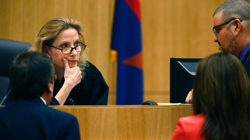 Judge Sherry Stephens, center, meets with prosecutor Juan Martinez, left, and defense attorneys Jennifer Wilmott and Kirk Nurmi, right,  during closing arguments in Jodi Arias' murder trial on Friday, May 3, 2013 at Maricopa County Superior Court in Phoenix.  Arias is charged with first-degree murder in the stabbing and shooting death of Travis Alexander, 30, in his suburban Phoenix home in June 2008. (AP Photo/The Arizona Republic, Rob Schumacher, Pool)