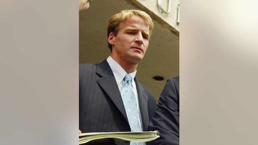 FILE - In this May 26, 2004 file photo, prosecutor Zachary Fardon is seen outside the federal courthouse in Nashville, Tenn. On Thursday, May 23, 2013, the Obama administration picked Fardon, a private attorney and former federal prosecutor, to head the U.S. attorney's office in Chicago. The U.S. Senate must confirm Fardon's nomination. Fardon would replace Patrick Fitzgerald, who stepped down last summer to enter private practice. Fitzgerald rose to national prominence during more than a decade in the office and successfully convicted two Illinois governors. (AP Photo/John Russell, File)