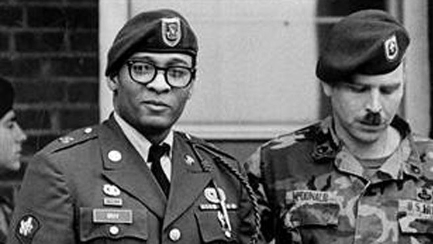 Former Army Specialist Ronald Gray (l.) has been sitting on the Military's death row since 1988 for raping and murdering two female soldiers.