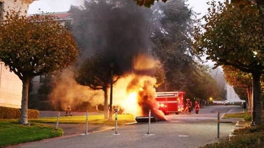 September 30, 2013: An electrical explosion on the campus of the University of Berkeley forced the campus to be evacuated Monday evening (Courtesy The Daily Californian/Kelley Fang)