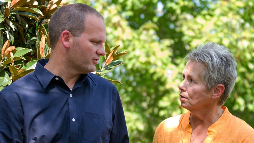 "HOLD FOR RELEASE OCT. 11 AND THEREAFTER- In this Sept. 27, 2013, photo, Gaile Owens and son Stephen Owens walk together in Nashville, Tenn. Stephen Owens has written a book titled ""Set Free,"" about discovering the peace that came to him with forgiving of his mother, who was convicted in 1986 of hiring a hit-man to kill her husband. Her death sentence was commuted in 2010. (AP Photo/Erik Schelzig)"