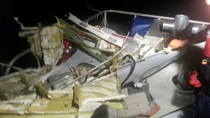 November 19, 2013: This photo shows the wreckage of a Learjet that crashed with 4 people on board off Fort Lauderdale, Florida (U.S. Coast Guard)