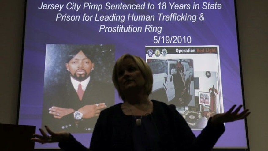 Decembre 19, 2013: Kathleen Friess gives a presentation on human trafficking in Hamilton Township, N.J., for hotel and nightclub employees and tries to dispel notions of what human trafficking looks like. Officials are training legions of law enforcement personnel, hospitality workers, high school students and airport employees to watch for signs of it before the Super Bowl, when hundreds of thousands of people are expected to descend on New Jersey. (AP Photo/Mel Evans)