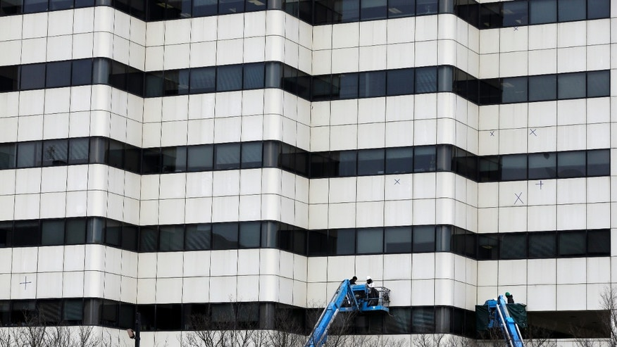 In this Monday, Jan. 20, 2014 photo, workers use bucket lifts as they work on an office building, in Trenton, N.J.  The Commerce Department releases construction spending for December on Monday, Feb. 3, 2014. (AP Photo/Mel Evans)