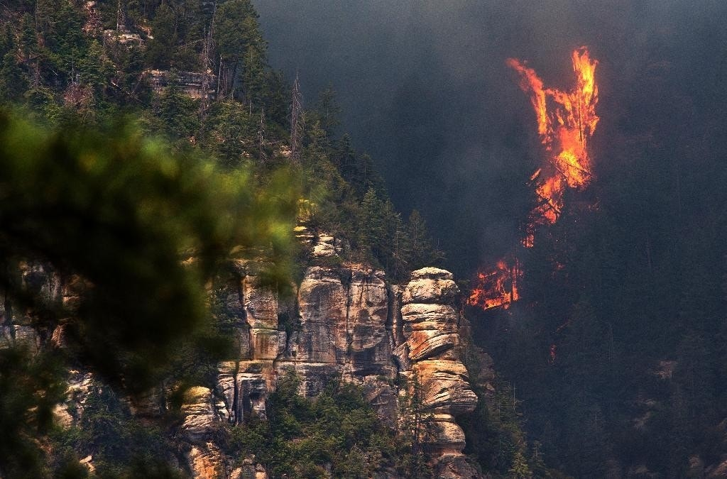 Many flee Arizona towns as wildfire grows in scenic canyon popular with hikers, campers