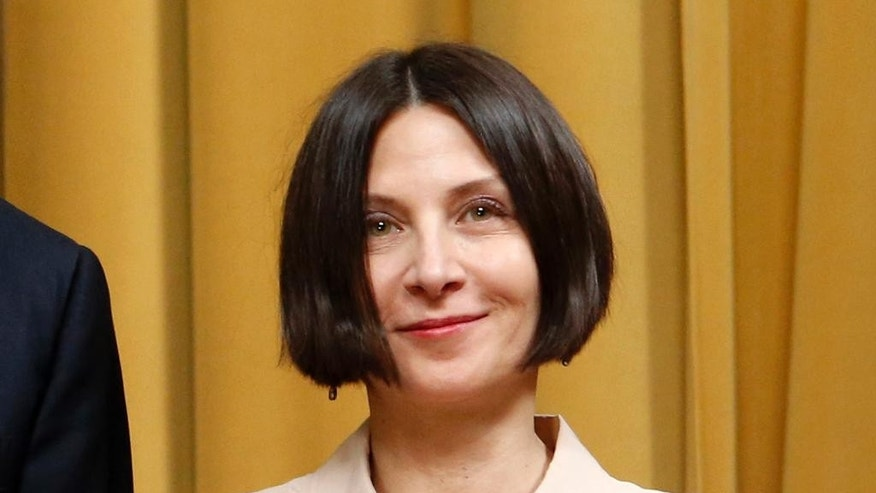 "FILE - This May 28, 2014 file photo shows Donna Tartt, winner of the 2014 Pulitzer Prize for Fiction, during the award's ceremony at Columbia University's Low Library in New York. Tartt, whose best-selling ""The Goldfinch"" has already won the Pulitzer Prize, is this year's recipient of the Andrew Carnegie Medal for fiction. (AP Photo/Jason DeCrow, File)"