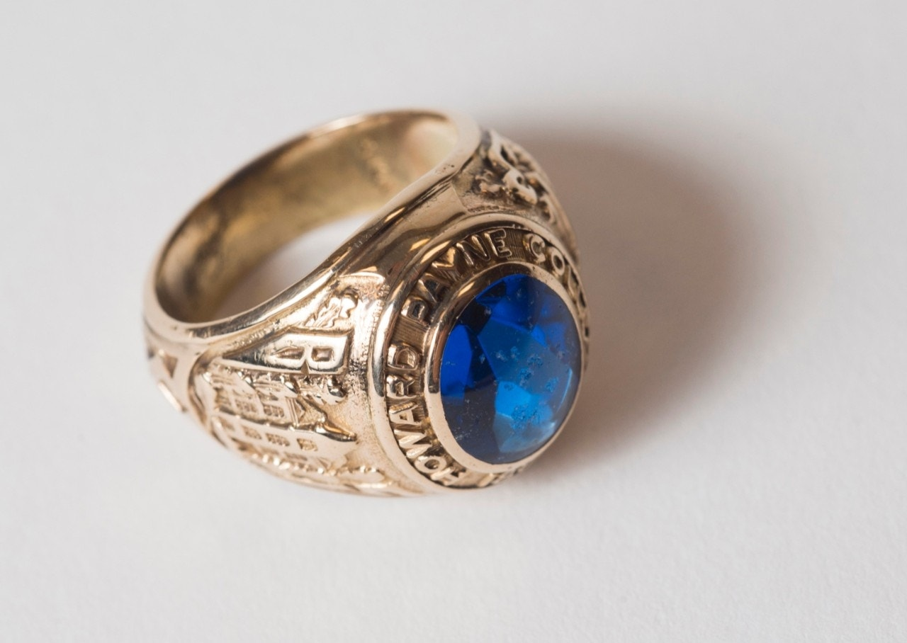 woman 39 s class ring found in dried up texas lake after 60. Black Bedroom Furniture Sets. Home Design Ideas