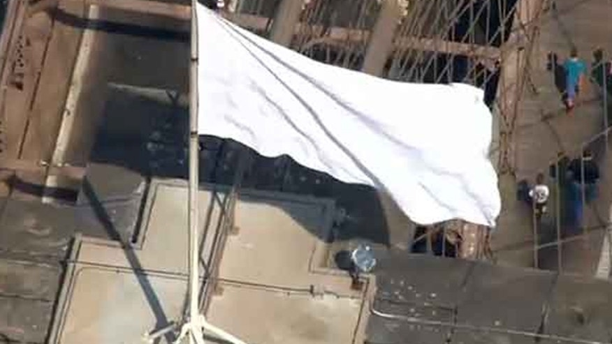 Two American flags were replaced by mysterious white flags at the Brooklyn Bridge