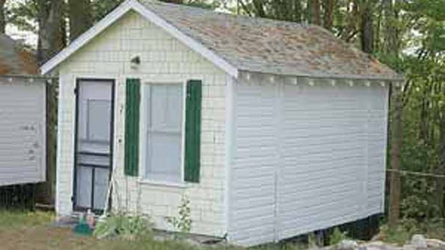 The 85-year-old alleged victim was found in this cottage at the Pine Crest Motor Court in Edgecomb, Maine, some 3,200 miles from the home she was swindled out of. (Lincoln County News)