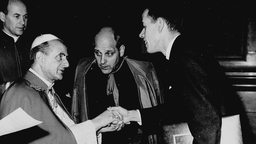 FILE - In this Dec. 1965 file photo,  Pope Paul VI, left, greets Ben Bolton, Associated Press Vatican Correspondent,  at the Vatican Palace in Vatican City, Italy. Bolton was presenting the pontiff with a 30 page album of Associated Press photographs of the pontiff's trip to the UN Headquarters in New York. Msg. Paul Marcinkus of Chicago, center, staff member of the Vatica Secretariate of State and English Advisor to the Pontiff translates the conversation. Bolton, who covered the Second Vatican Council and two papacies for The Associated Press, has died, his family said Friday, Jan. 9, 2015. He was 82. Metastatic cancer had been discovered throughout Bolton's body after a hospitalization for a fall last month, his daughter Catherine said. Bolton died Dec. 28, 2014, at his home in Silver Spring, Maryland. (AP Photo/File)