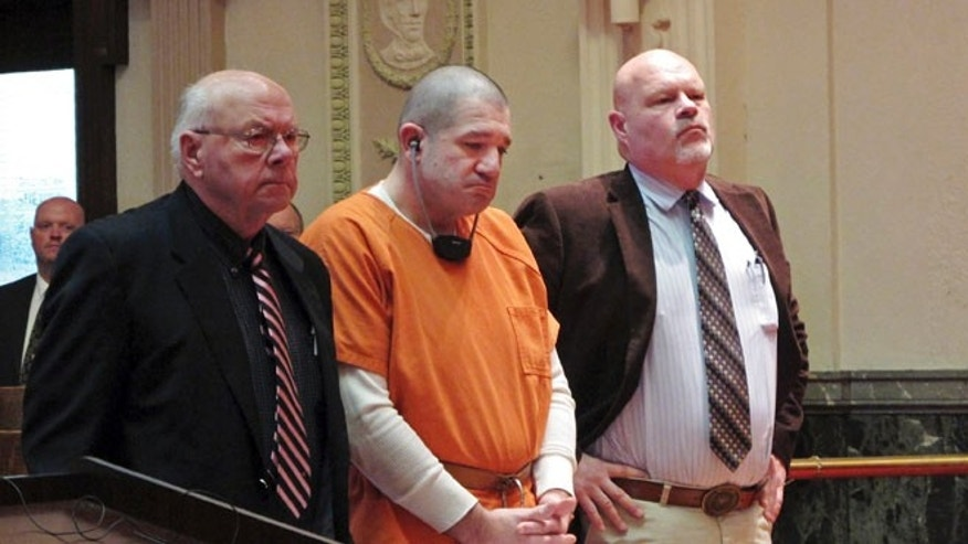 Jan. 14, 2015: Donald Hoffman, 41, stands between defense attorneys Robert Whitney, left, and Rolf Whitney as he pleads guilty to aggravated murder in a deal with prosecutors.(AP)