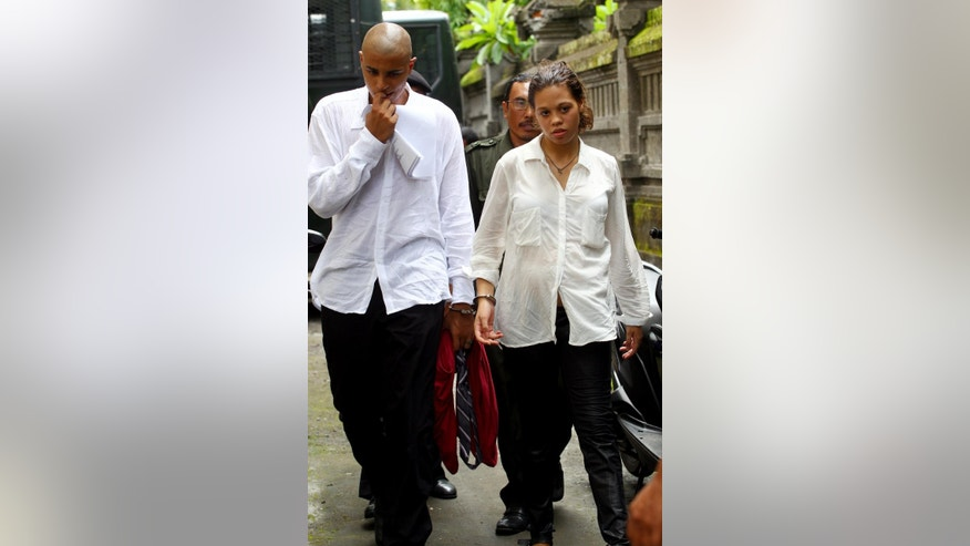 Heather Mack, right, and Tommy Schaefer, left, of Chicago, Ill., handcuffed, arrive at Denpasar district court during they first hearing trial in Bali, Indonesia, Wednesday, Jan. 14, 2015. Mack and her boyfriend Schaefer are accused of murdering Sheila von Wiese-Mack, her mother, who was found stuffed inside a suitcase last August. (AP Photo/Firdia Lisnawati)