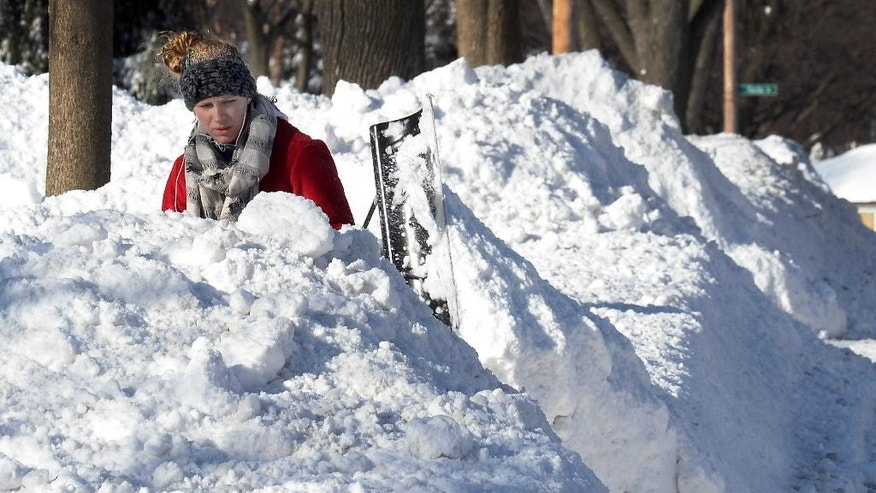 Lauren Rosengarden of Mount Prospect, Ill. digs out her driveway on Monday, Feb. 2, 2015, the day after a significant snowfall. (AP photo / Daily Herald,  Mark Welsh  )