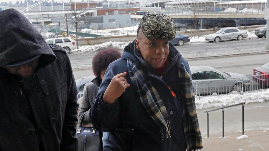 Gwen Carr, mother of Eric Garner, arrives for a court hearing in the Staten Island borough of New York,  Thursday, Feb. 5, 2015. The New York Civil Liberties Union and other petitioners have gone to court on Staten Island to demand that Judge William Garnett open the record in the Eric Garner case, a position opposed by Richmond County District Attorney Daniel Donovan. (AP Photo/Richard Drew)